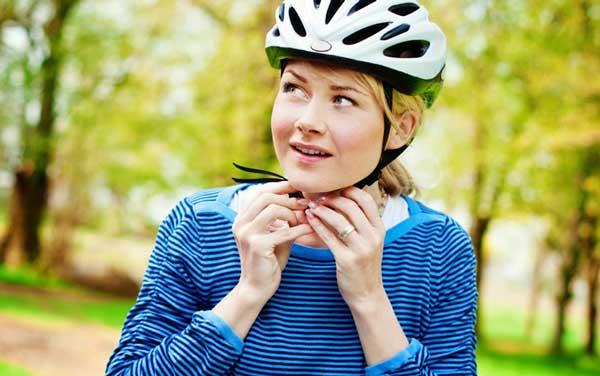 Migliore casco bici - Come indossarlo? Anzitutto assicura bene la fibbia sotto il mento